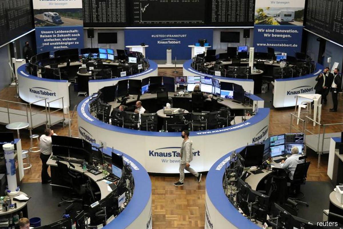 Stocks fall despite Wall St stimulus hope; US dollar dips