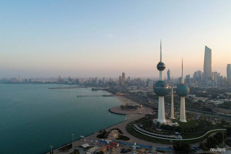 Kuwait locks down two districts, extends public holiday over coronavirus