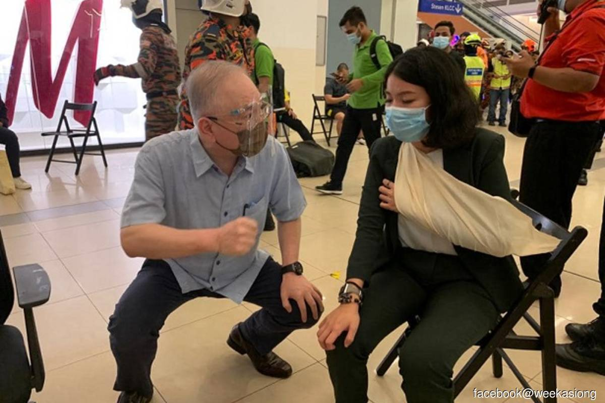Transport Minister Datuk Seri Dr Wee Ka Siong speaks to a casualty of the LRT train accident that happened on Monday May 24, 2021 night. (Photo credit: Facebook@Wee Ka Siong)