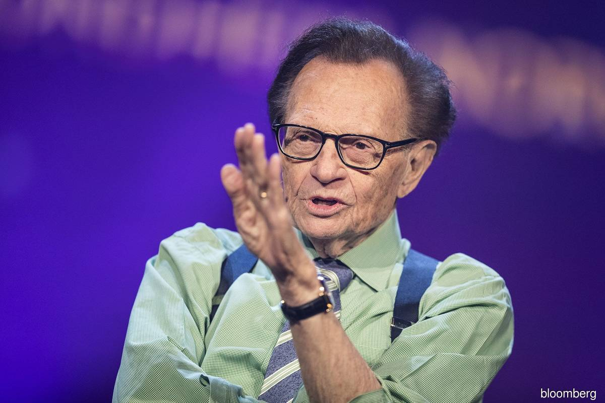 Larry King, US programme host who interviewed presidents, dies at 87