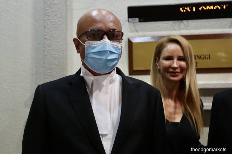 Datuk Hariharan Tara Singh (left) and Tania Scivetti, Umno's lawyers. (Photo by Sam Fong/The Edge Markets)