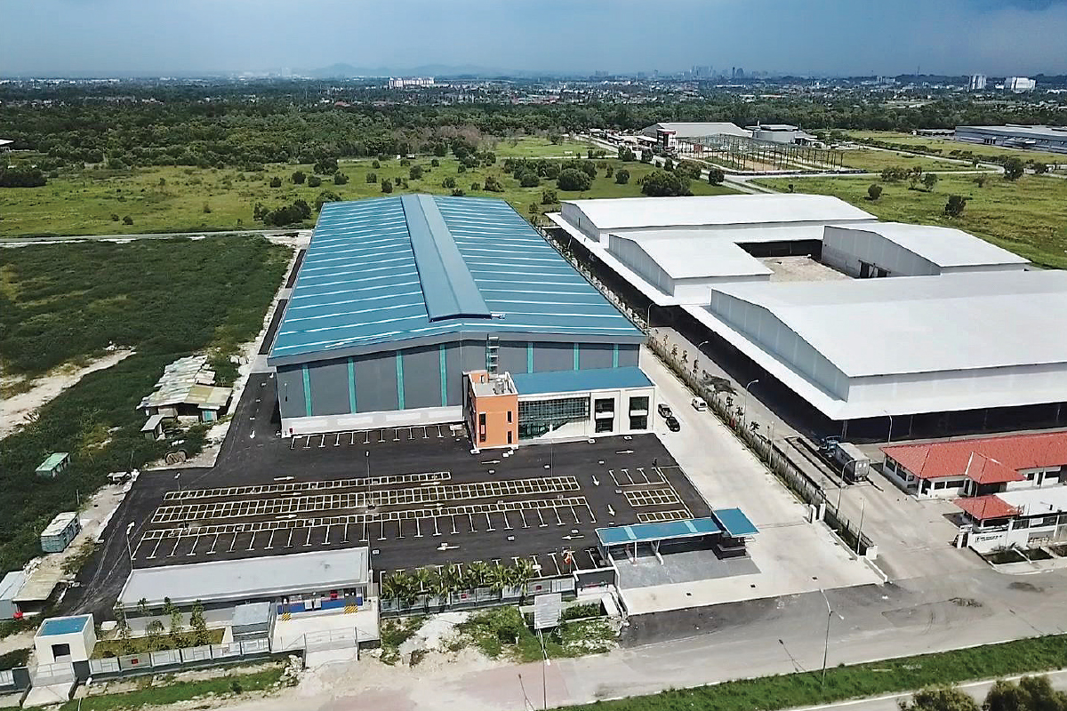 With the current installed capacity of 5,000 tonnes per month, Leon Fuat's steel pipe manufacturing plant is running at a utilisation rate  of about 60%