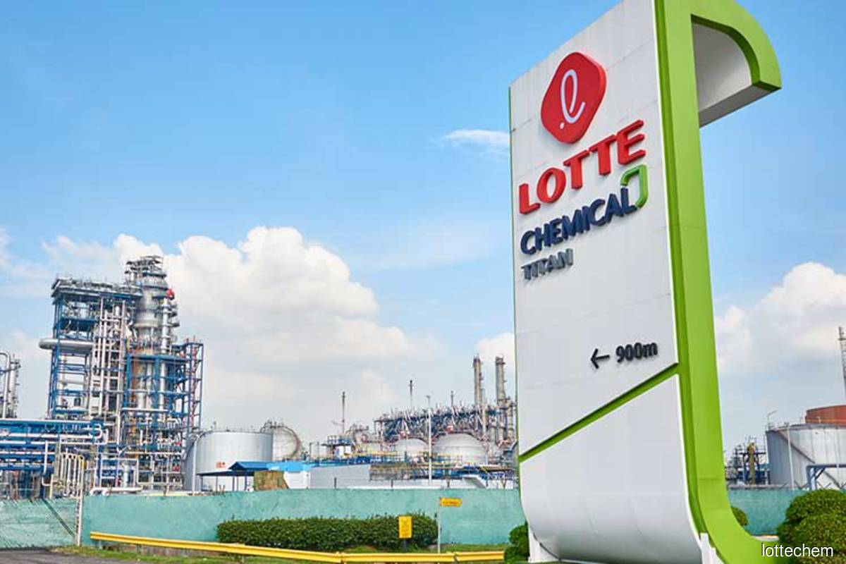 Lotte Chemical Titan share price slumps after quarterly earnings contraction