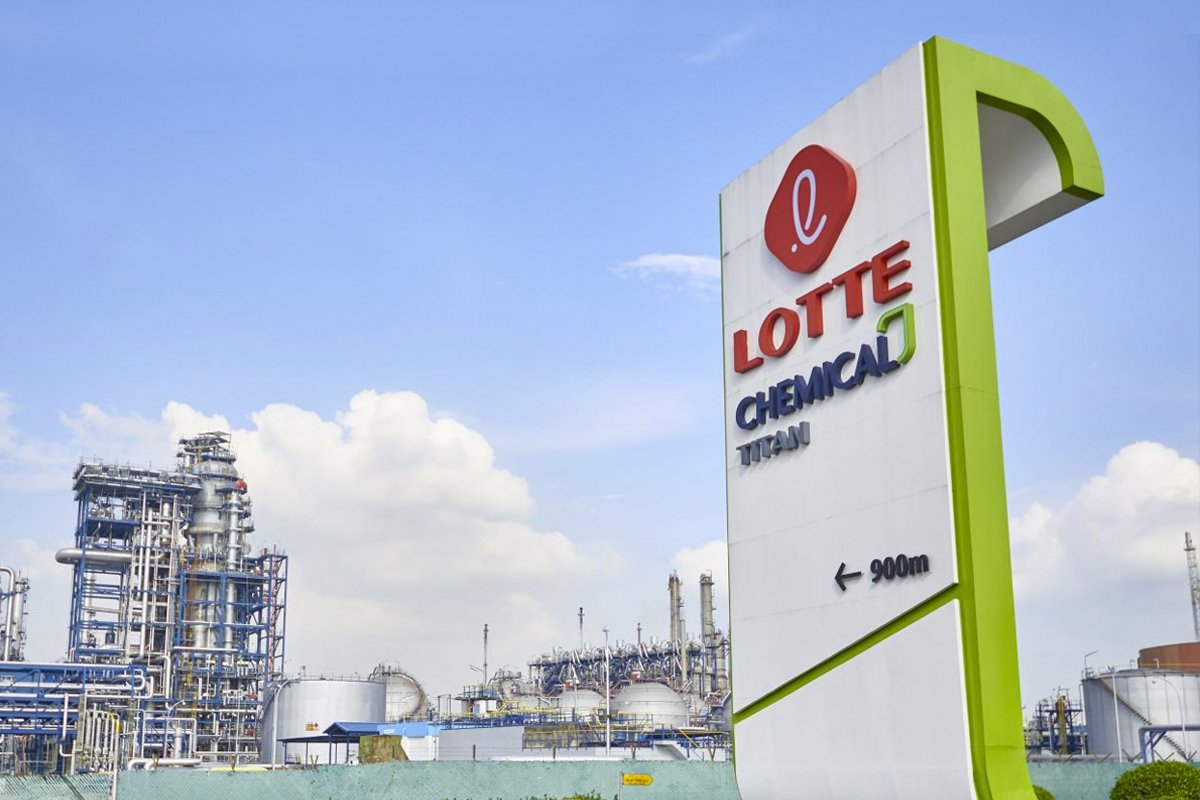 Lotte Chemical leaps to two-year high as analysts raise earnings forecasts