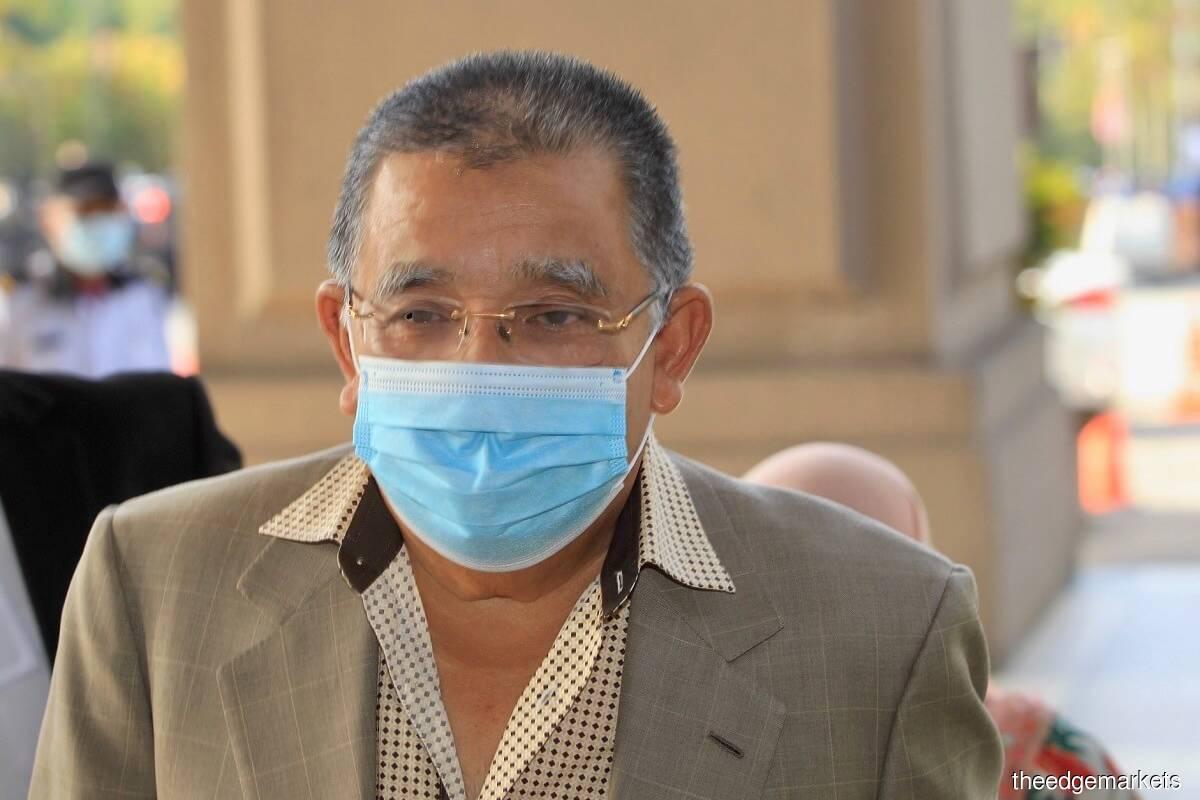 Former FGV Holdings Bhd chairman Tan Sri Mohd Isa Abdul Samad (File photo by Shahrin Yahya/The Edge)