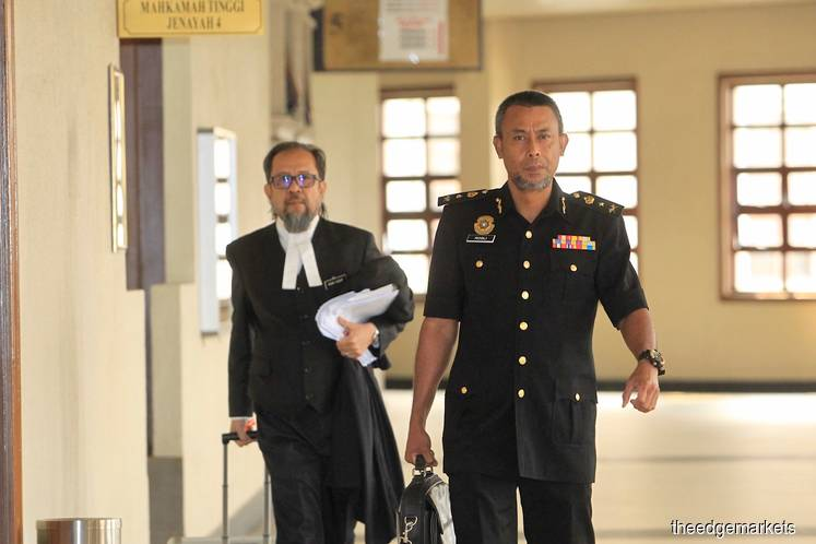 MACC officer says up to court to decide on ex-SRC chief Suboh's inconsistencies about his signatures