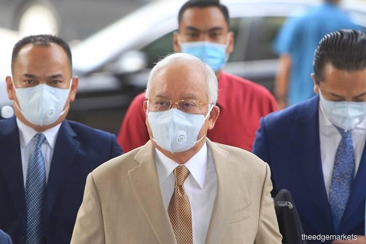 Najib at the Kuala Lumpur court complex today. (Photo by Shahrin Yahya/The Edge)