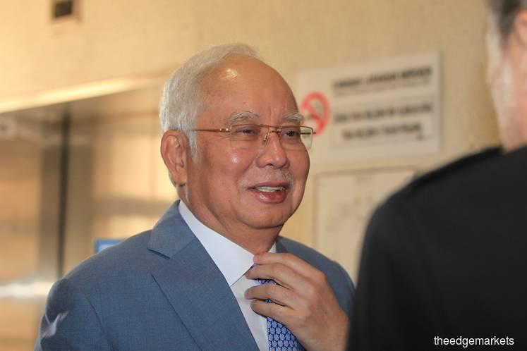 Court to hear Najib's bid to have expert witness examine signature next month