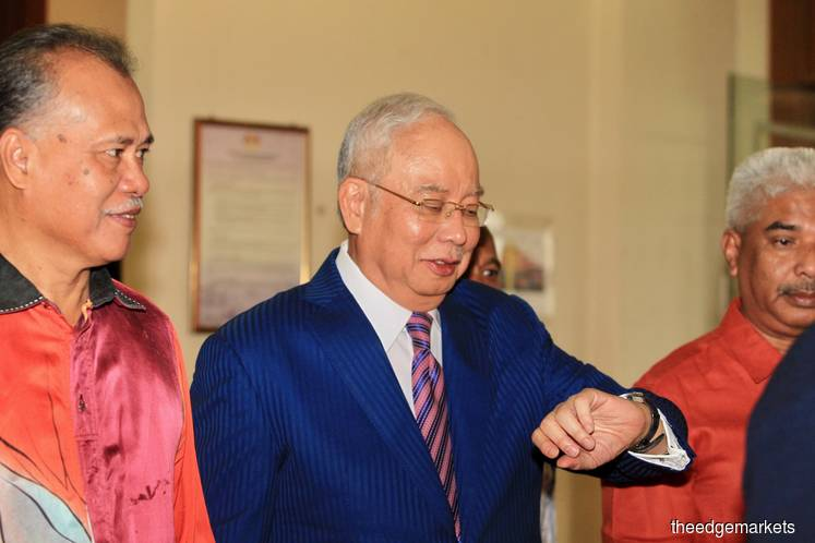 Najib glancing at his watch at the Kuala Lumpur Courts Complex this morning. (Photo by Shahrin Yahya/The Edge)
