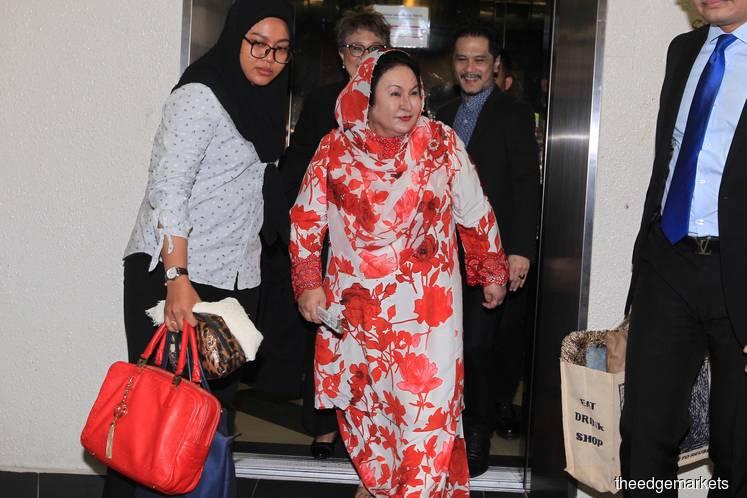 High Court grants Feb weekend dates for Najib, Rosmah to examine seized handbags, watches