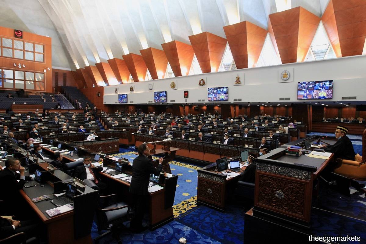 Putrajaya moots hybrid Parliament sitting, pending Cabinet's approval, says law minister