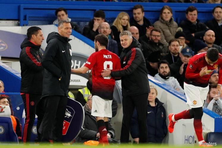Man United primed to dent Liverpool title bid