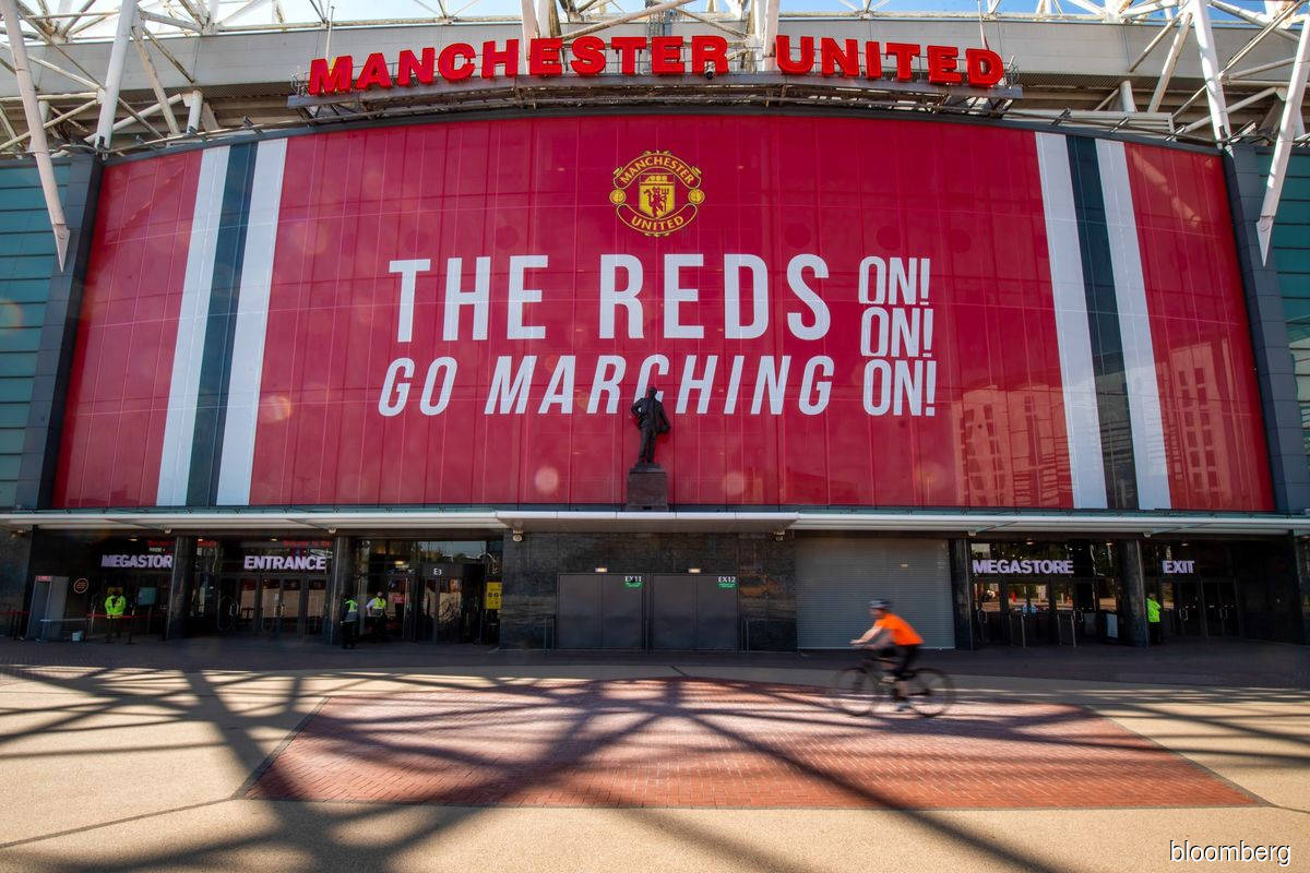 Manchester United drops after the Glazer family offers shares