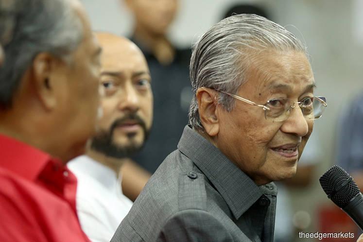 Mahathir attends Sepang event as scheduled following nose-bleed incident
