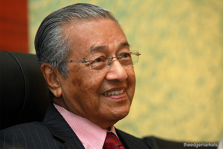 Mahathir comes away impressed after chat with robot Sophia