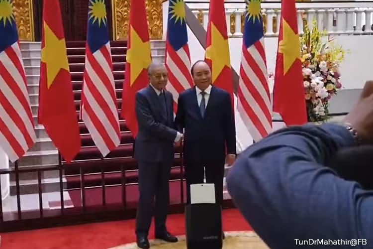 Room for more Petronas-PetroVietnam cooperation - PM Mahathir