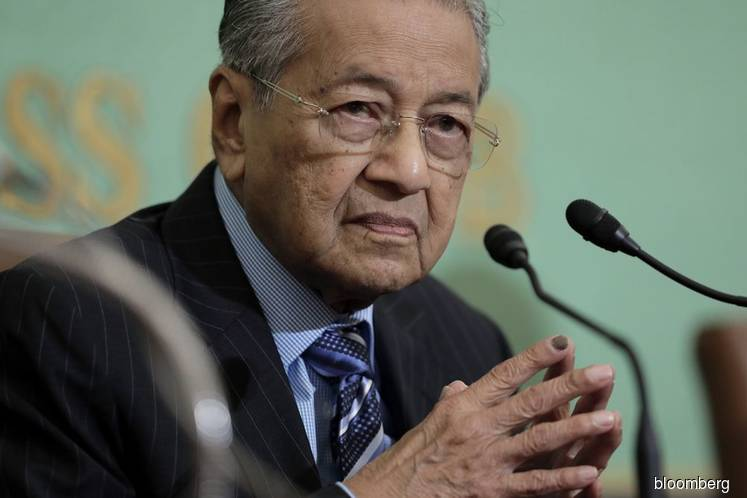 Mahathir responds to Johor's capping of youth age at 40