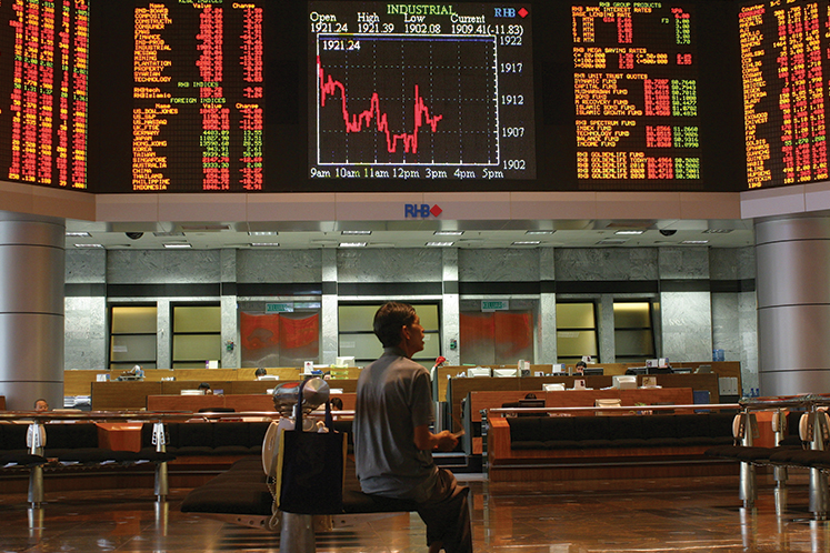 KLCI skids, Top Glove the only component stock trading up