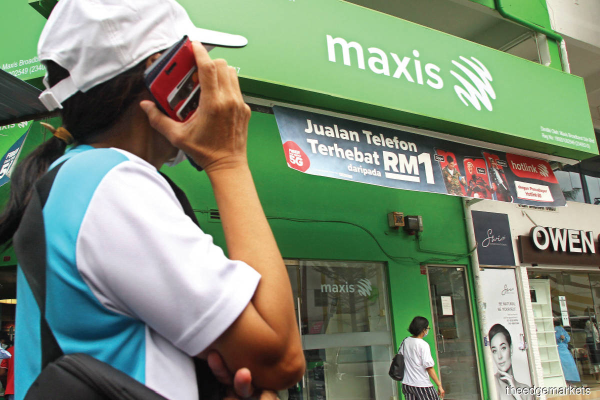 Maxis is gearing up for the rollout of the country's 5G network that is targeted to begin in Kuala Lumpur, Putrajaya and Cyberjaya by the end of this year. (Photo by Kenny Yap/The Edge)