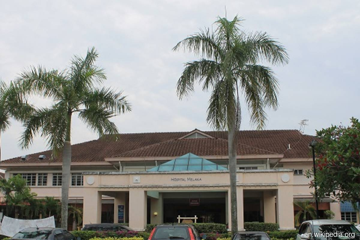 Covid: Melaka Hospital still operational even with 32 staff testing positive
