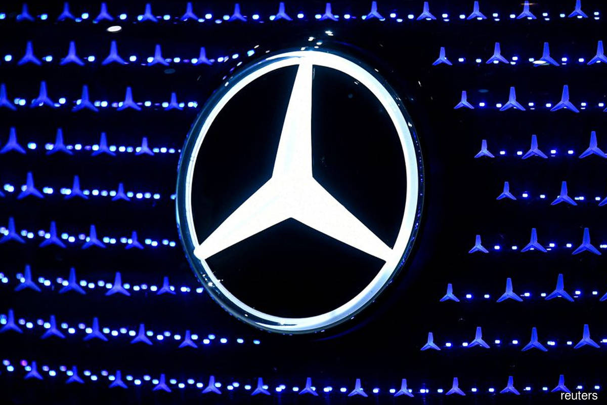 Daimler takes 33% stake in European battery cell venture ACC