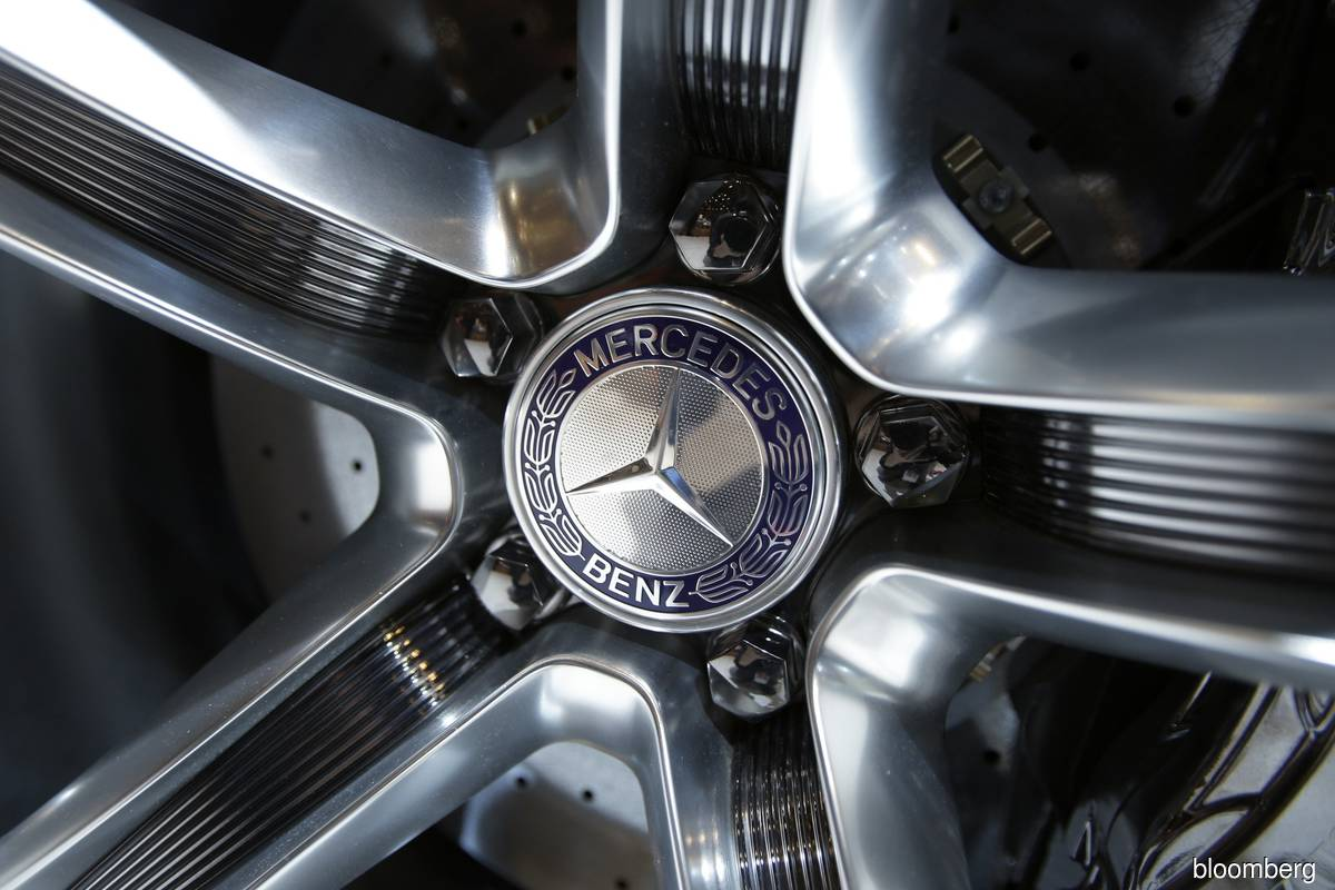 Daimler is breaking itself up into separately listed truck and car companies, itsbiggest shake-upsince the sale of Chrysler. (Photo by Bloomberg)