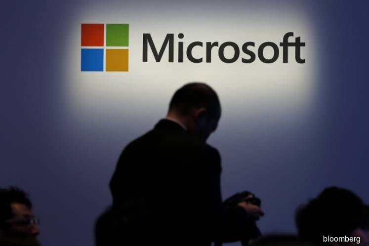Microsoft, No Longer Open Source `Great Satan,' Woos Skeptics