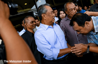 Muhyiddin in show of support for Umno 9, tells party 'sack me'