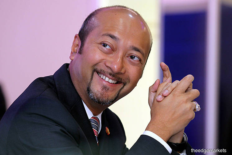Kedah Sultan assents to Mukhriz Mahathir remaining as MB