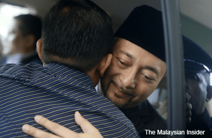 Mukhriz gets warm send-off in Kepala Batas