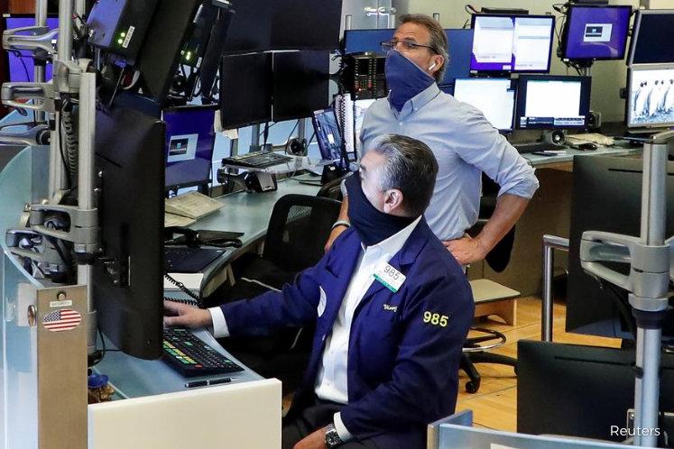 Stocks rally, S&P 500 crosses 3,000 barrier; oil gains