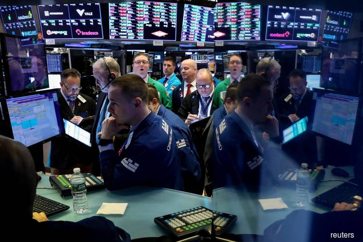 Stock indexes rise on optimism of recovery, shrink back