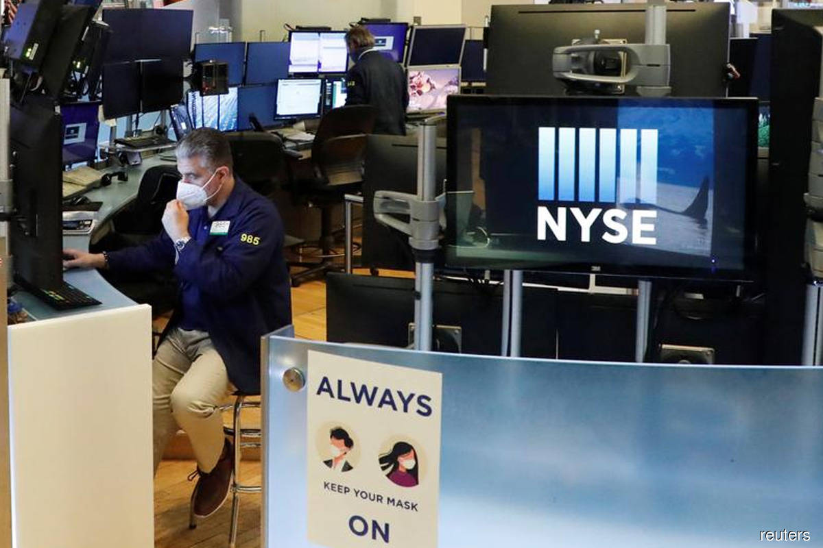 Wall St ends down 1% after Trump called off Covid-19 economic relief talks