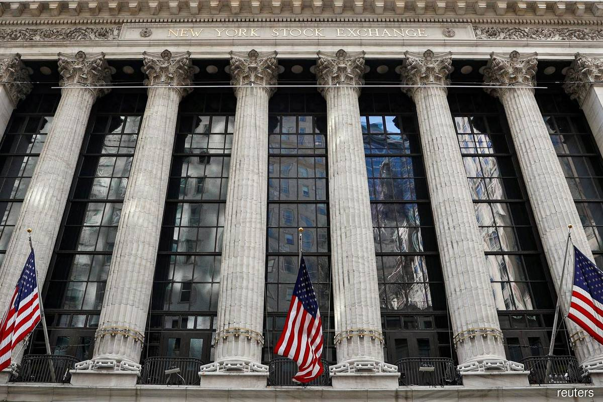 S&P closes slightly higher after Fed minutes fed stable rate view