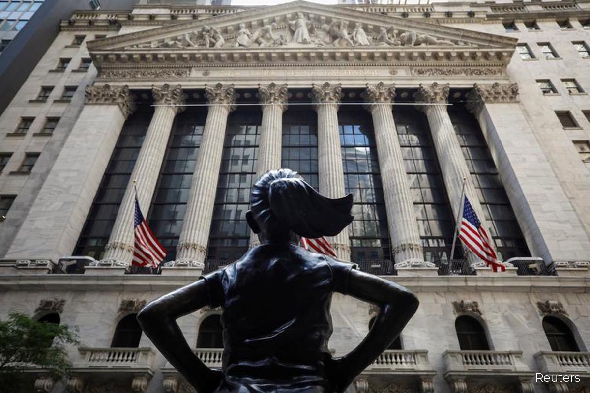 Global stock markets slide at end of record November
