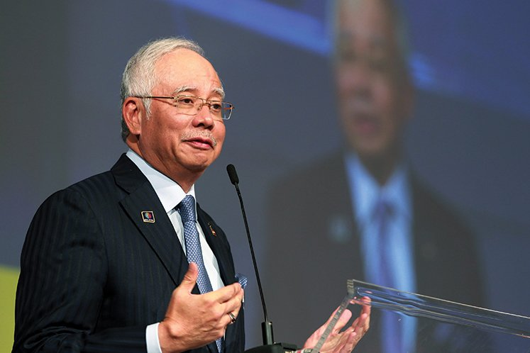 Najib slams Guan Eng for telling 'half a story' to deceive