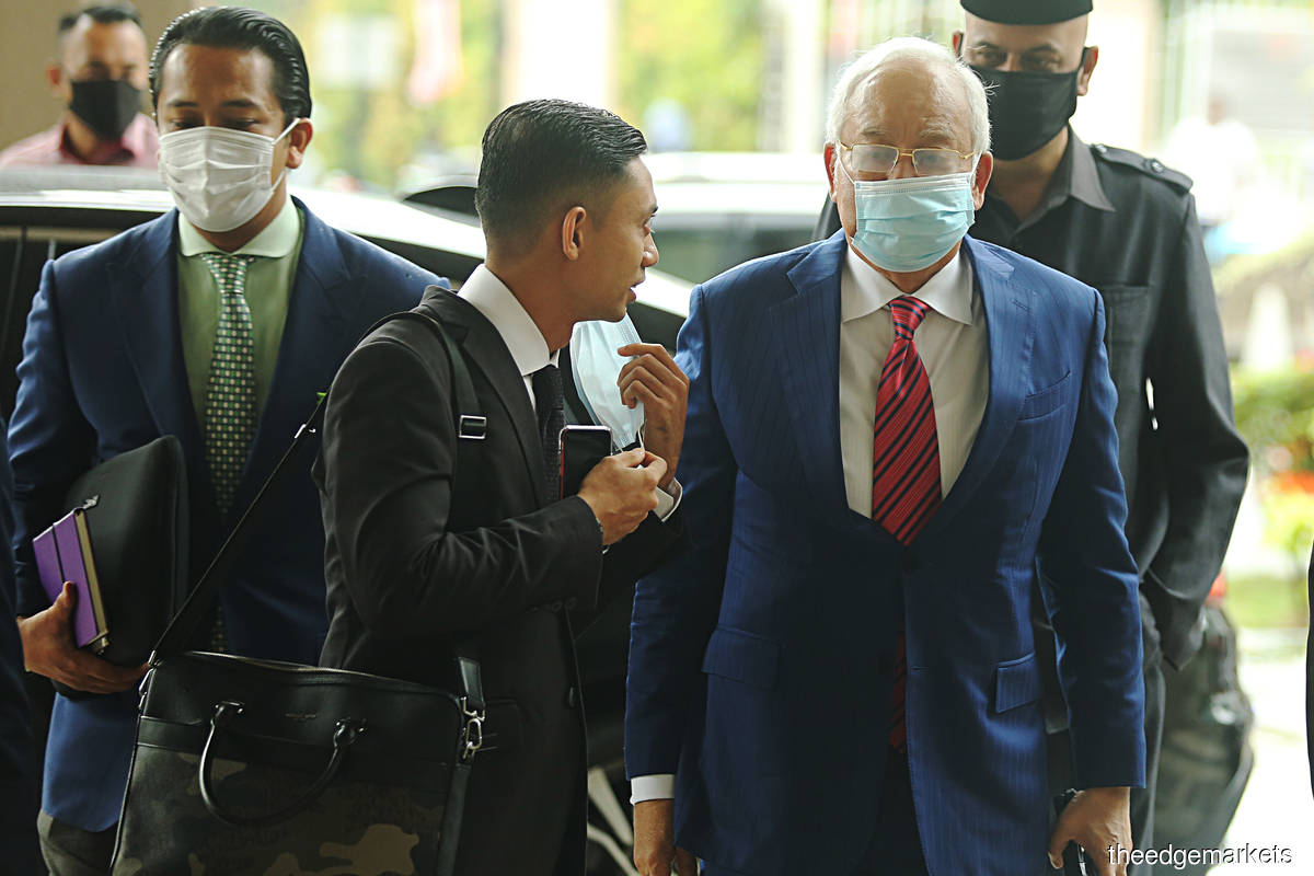 Najib's lawyers and prosecution still checking SRC notes of proceedings