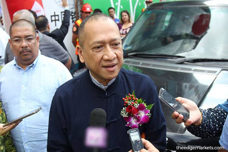 Nazri slams Umno Youth for asking Zahid to go on leave