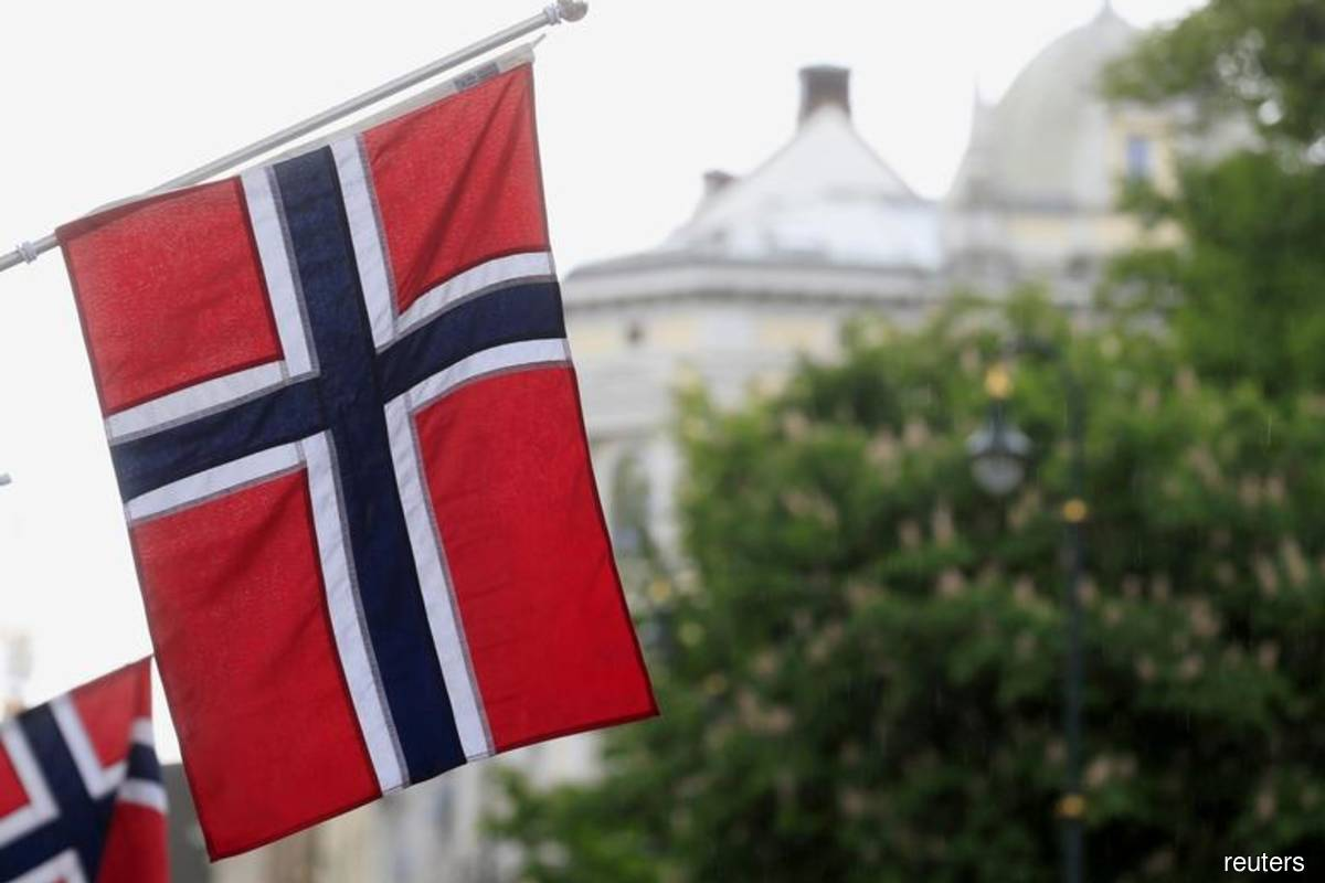 Norway wealth fund should invest in fewer companies, government says