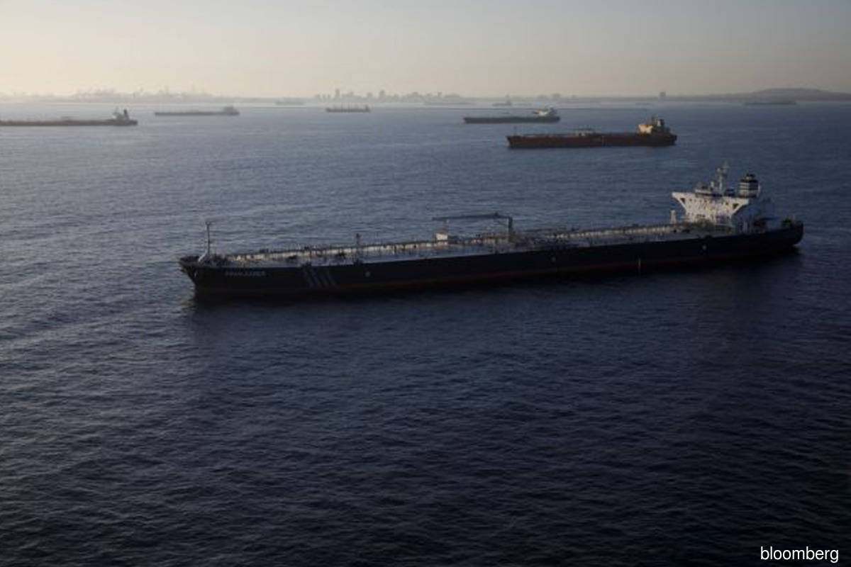 Oil prices gain on sharp USA crude inventory drop