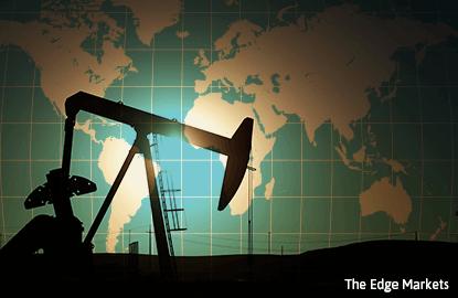 Oil down 4 pct as U.S. glut overshadows producer talks