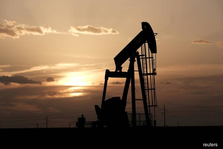 Oil prices fall further as threat of Middle East war recedes