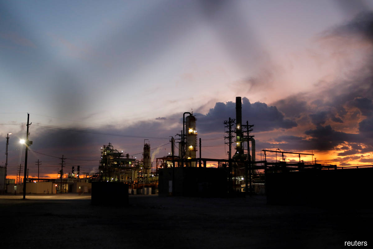 Oil falls for second day as India's Covid-19 surge expected to dent fuel demand