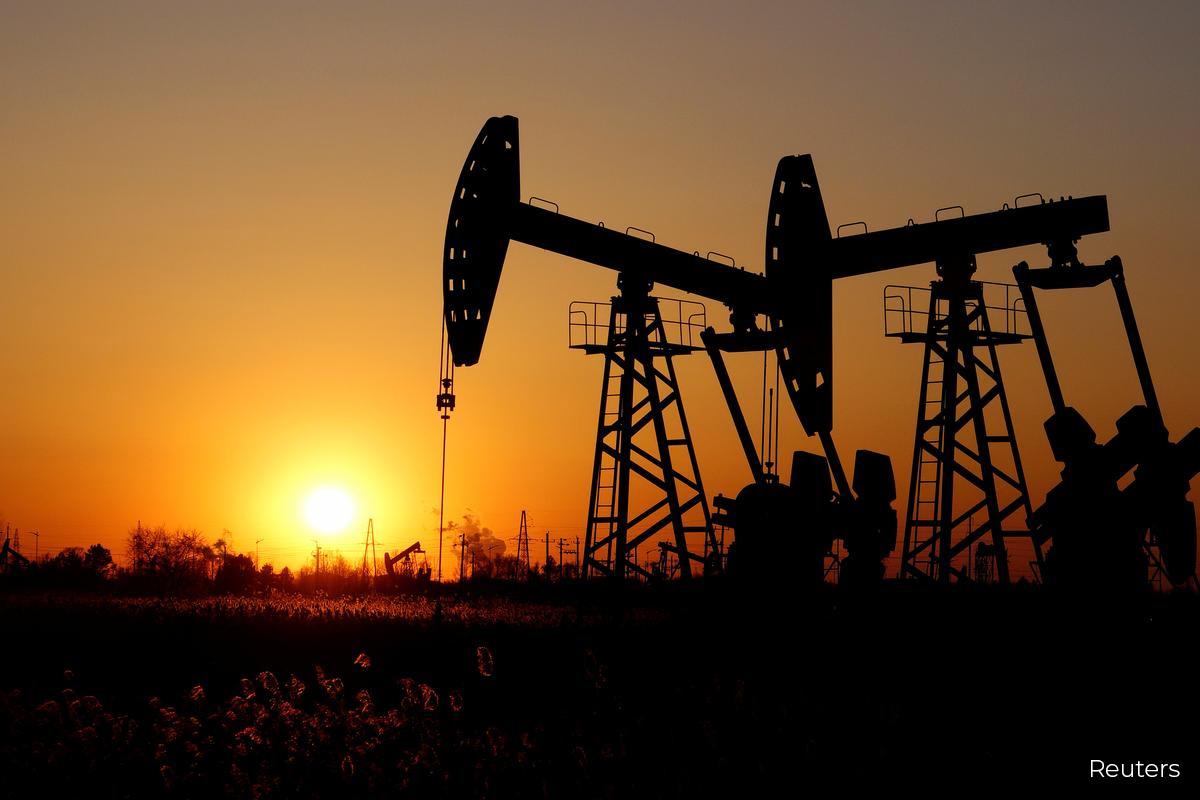Oil prices face uphill struggle in 2021 despite vaccine progress — poll
