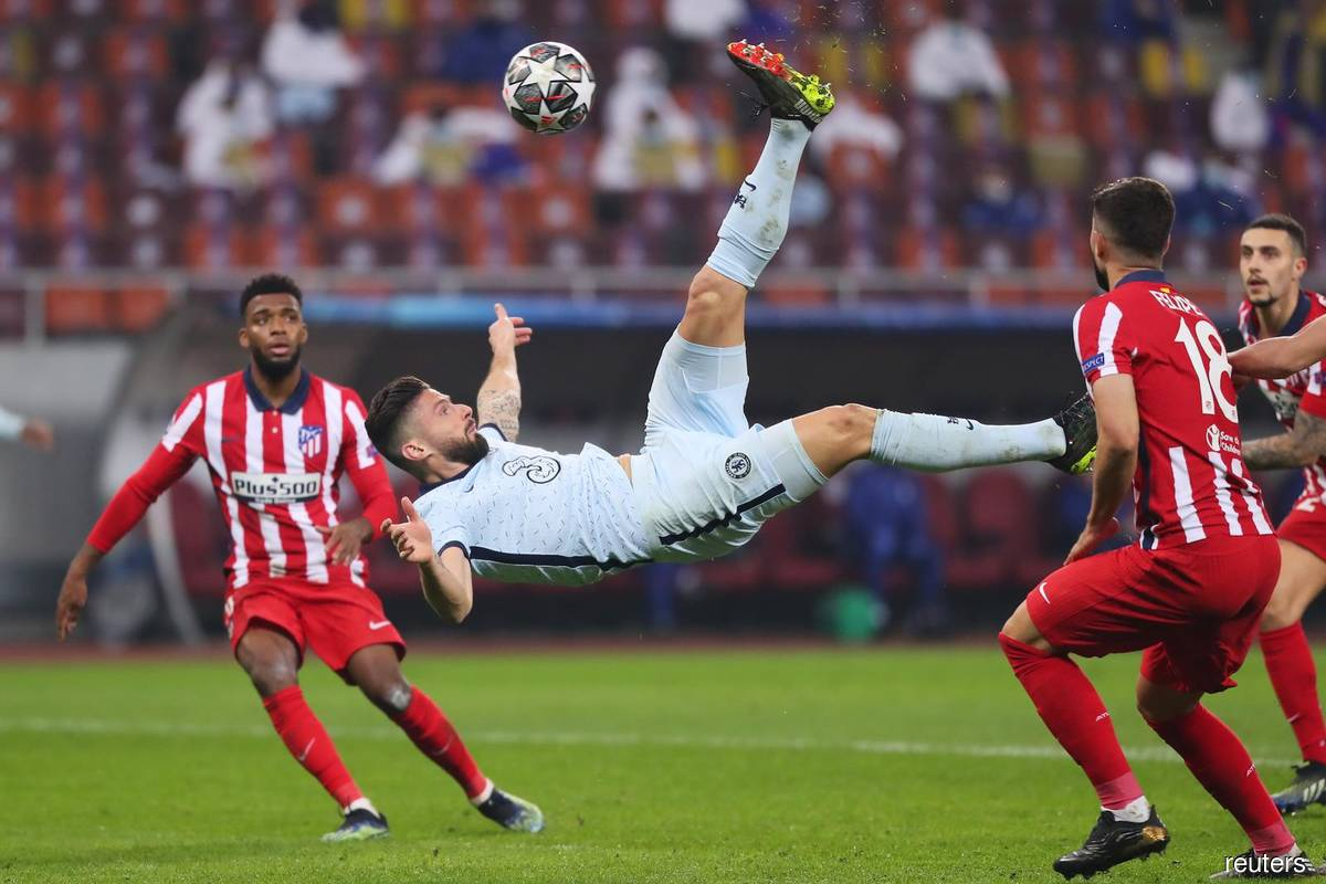 Acrobatic Giroud gives Chelsea advantage over Atletico