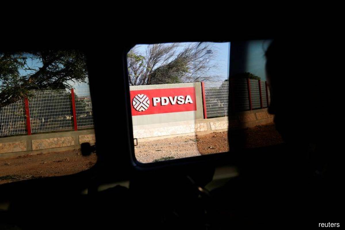 PDVSA changes oil deals to include shipping as sanctions bite — documents