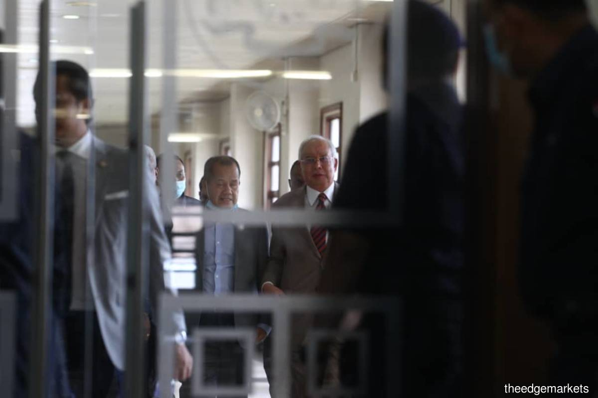 Najib (right) outside the court room. (Photo by Patrick Goh/The Edge)