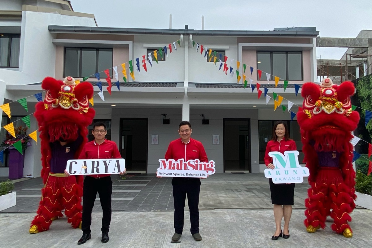 From left: Mah Sing sales manager Derrick Ngeo, Mah Sing chief operating officer Yeoh Chee Beng and Mah Sing sales & marketing general manager Angela Chong at the official property launch for Phase 2A of Carya @ M Aruna, Rawang over the weekend.