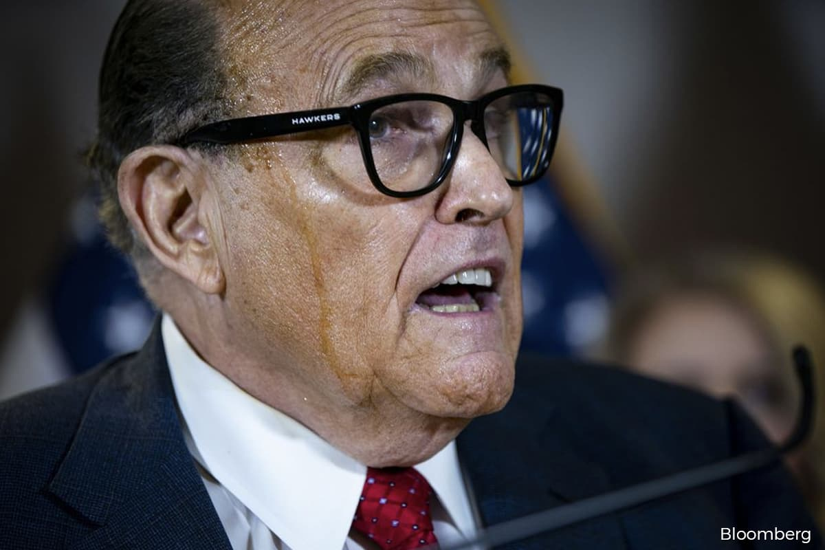 Pardoning Giuliani would put Trump in legal jeopardy