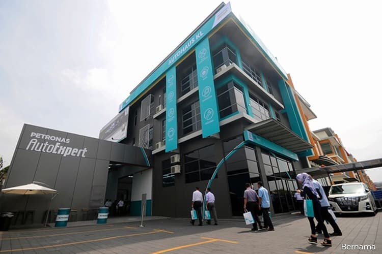 Petronas opens its first auto expert centre in Malaysia
